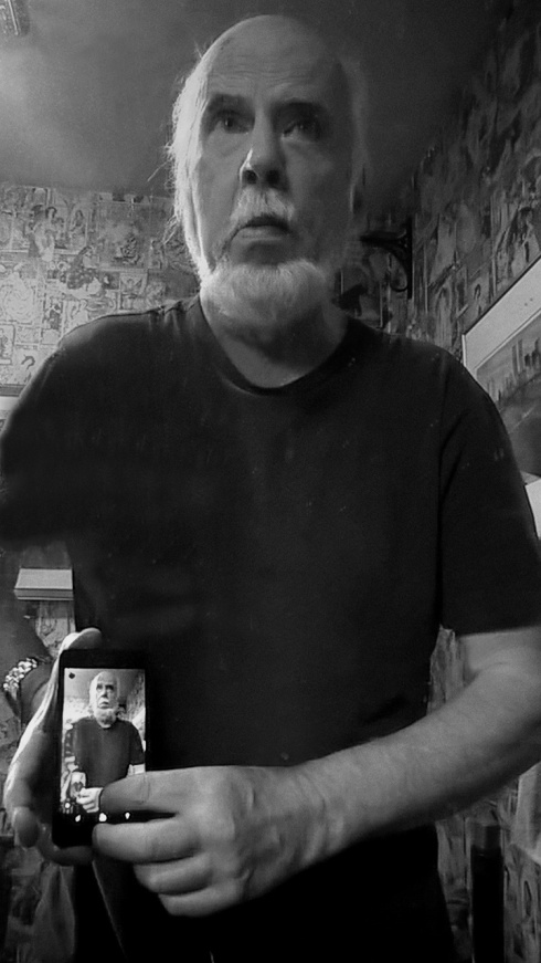 G Forss  Selfie with a smart phone in a mirror B&W